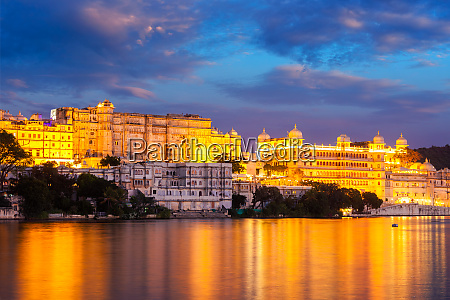 udaipur, city, palace, in, the, evening - 28468003