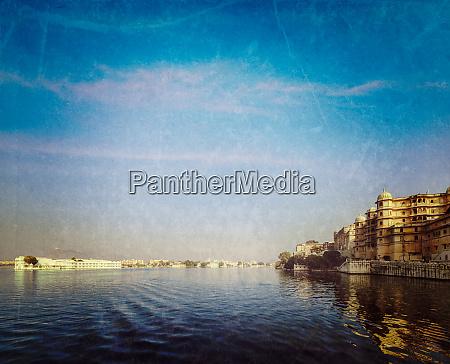 stadtpalast, seepalast, und, pichola-see., udaipur, indien - 28471445