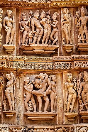 beruehmte erotische steinskulpturen von khajuraho