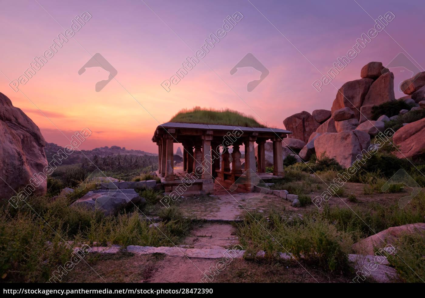 antike, ruinen, von, hampi, bei, sonnenuntergang. - 28472390