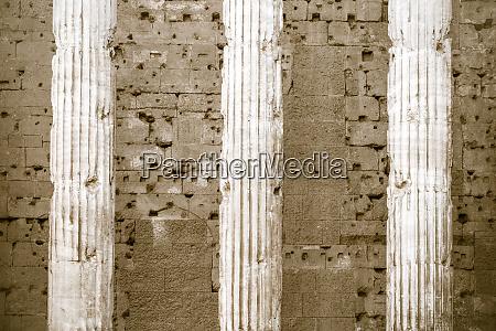 saeulen des hadrian tempels