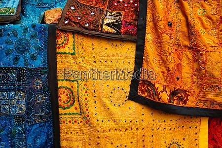 indischer stoff mit indischen mustern aus