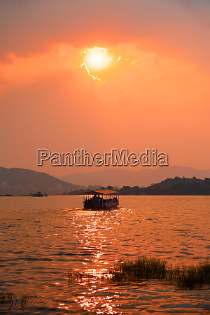 boat, in, lake, pichola, on, sunset. - 28478449