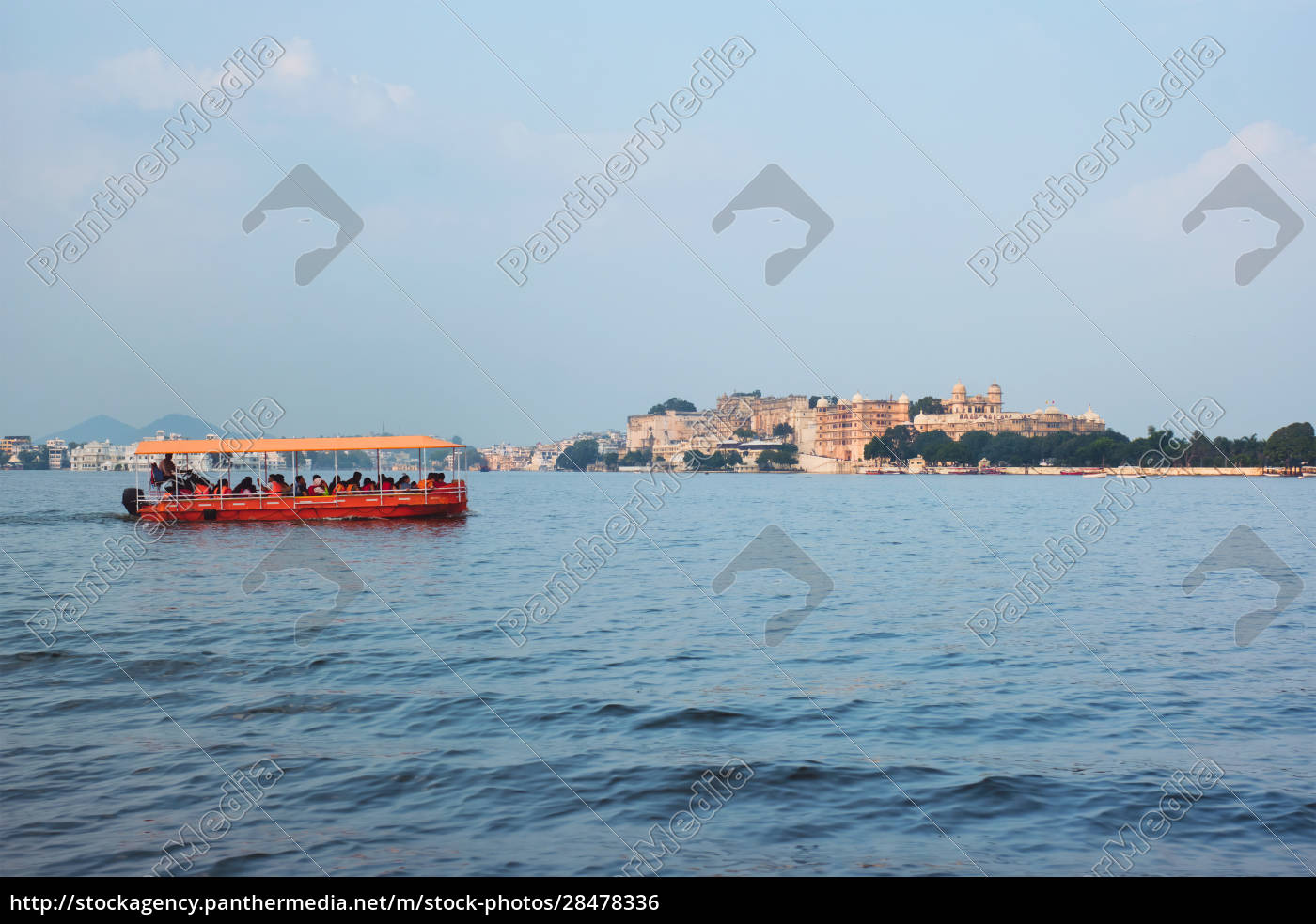 toruist, boat, on, lake, pichola, with - 28478336