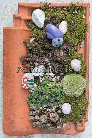 bepflanzte dachziegel gartendekoration