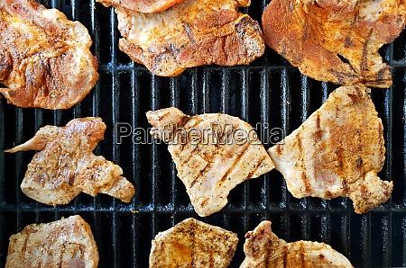 bbq grillen von fleischscheiben