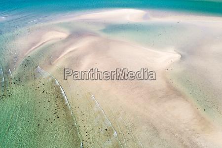 abstrakte luftaufnahme von flachem stueck sand