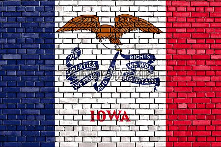 flagge von iowa auf ziegelwand gemalt