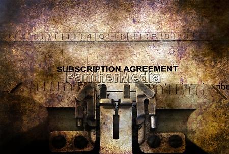 abonnementvertragsformular auf der schreibmaschine