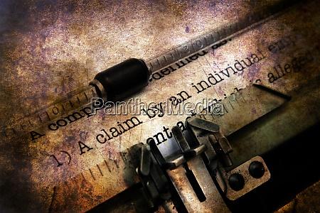 anspruchsformular auf vintage schreibmaschine grunge konzept