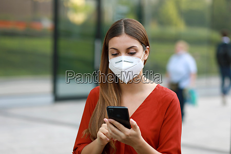 young woman wearing kn95 ffp2 mask