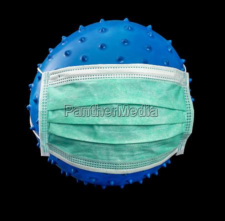 symbolischer virus mit gesichtsmaske