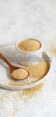 bowl of raw amaranth grain with