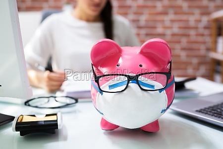 sparen sie geld sparschwein und budgetierung