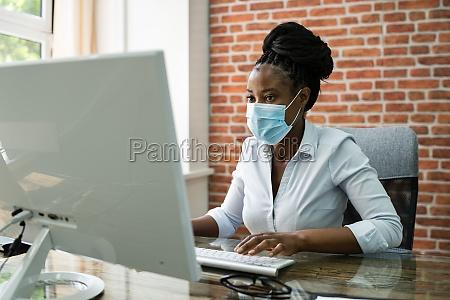 professionelle afrikanische frau business mitarbeiter typisierung