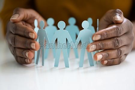 mitarbeiter oder versicherer handschutzfiguren