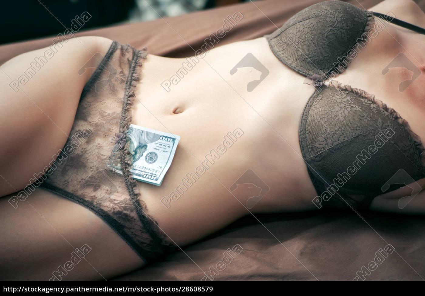 frauenkörper, mit, dem, geld, prostitutionskonzept - 28608579