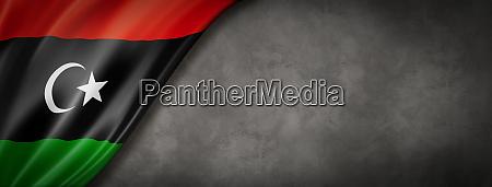 libysche flagge auf betonwandbanner