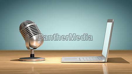 vintage mikrofon vor einem laptop