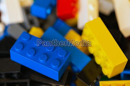 kunststoff spielzeug bloecke verschiedene farbige lego