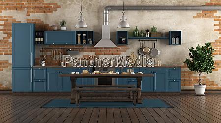 klassische blaue kueche in einem alten