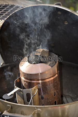 holzkohlebehaelter am grill