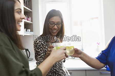 glückliche, frauen, trinken, in, der, küche - 28731258