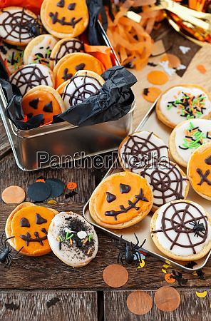 bunte kekse fuer halloween