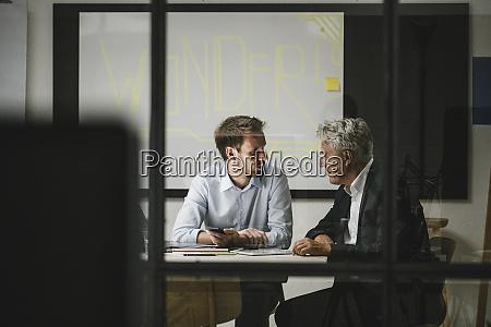 unternehmer mit einem treffen in modernen
