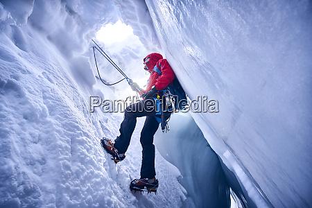 bergsteigerklettern in dergletscher glacier grossvendediger tirol