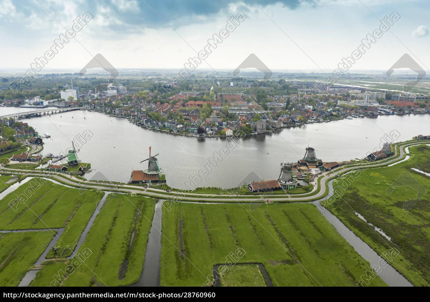 niederlande, nordholland, zaandam, luftaufnahme, historischer, windmühlen, in, zaanse, schans - 28760960