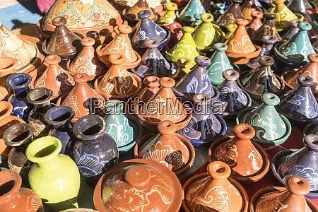 dekorierte keramik auf basar verkauft