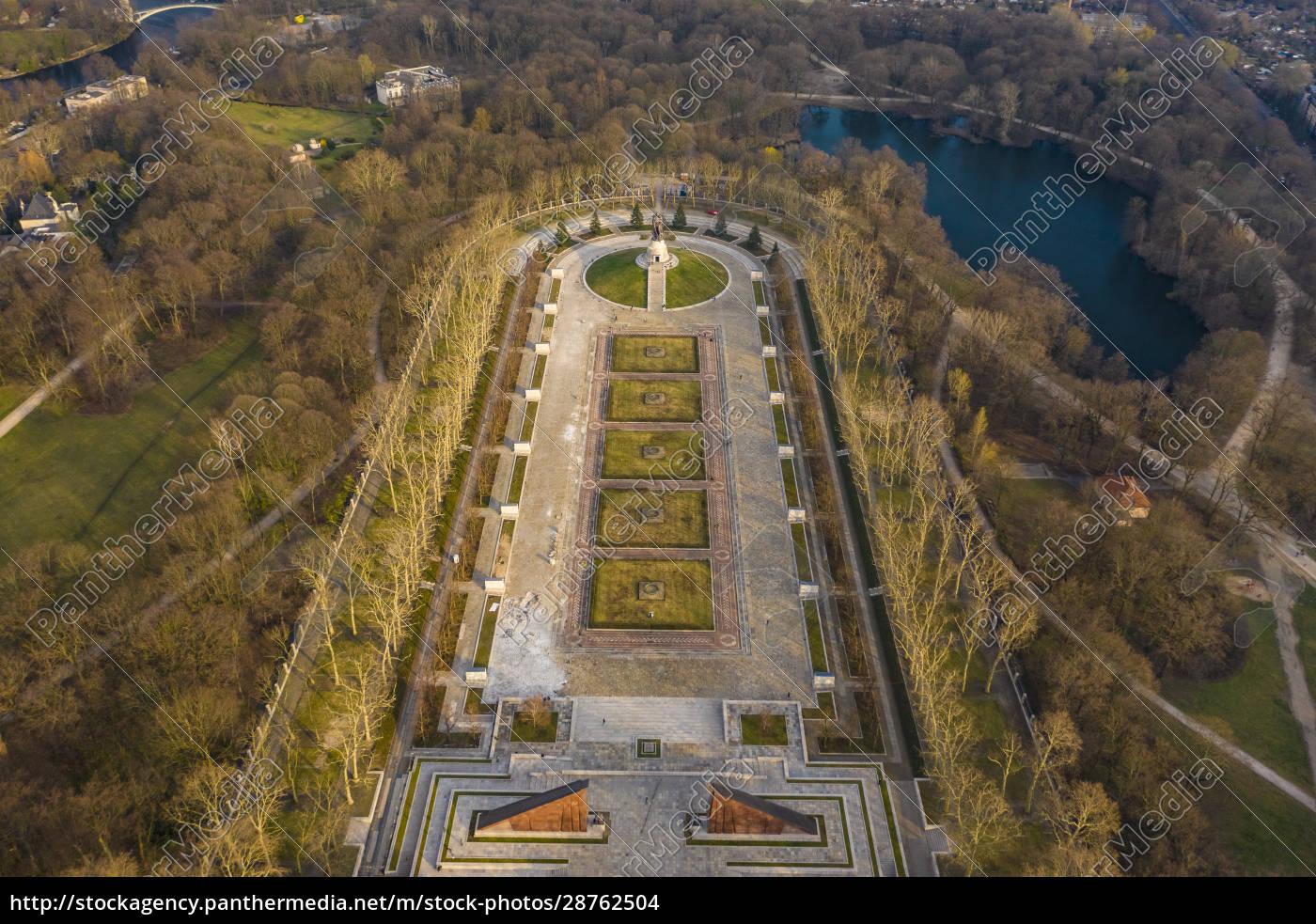 deutschland, berlin, luftaufnahme, des, sowjetischen, kriegerdenkmals, treptower, park - 28762504
