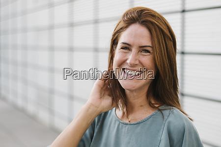 lächelnde, frau, im, freien - 28764476