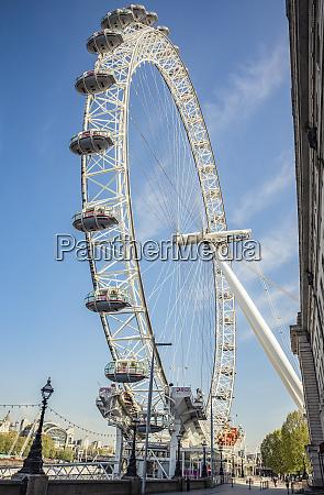 london eye zur morgendlichen rushhour waehrend
