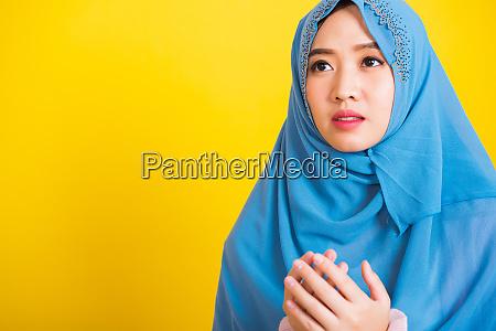 asiatische muslimische arabische portraet der gluecklichen