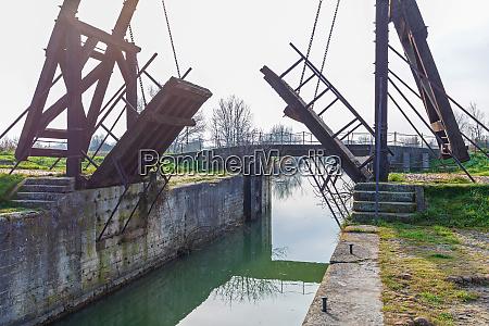 historische canal draw bridge