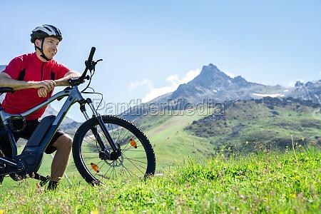 e fahrrad in OEsterreich mann im