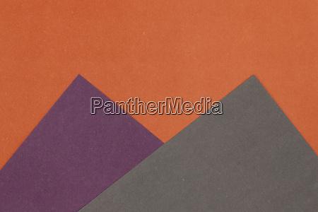 grauer lila und orangefarbener papierhintergrund