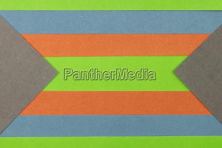 gruener orangefarbener blauer und grauer papierhintergrund