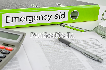 ordner mit dem label emergency aid