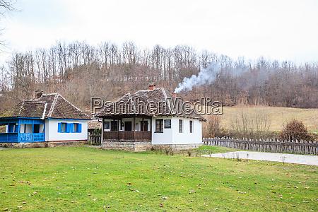 traditionelles landhaus serbien
