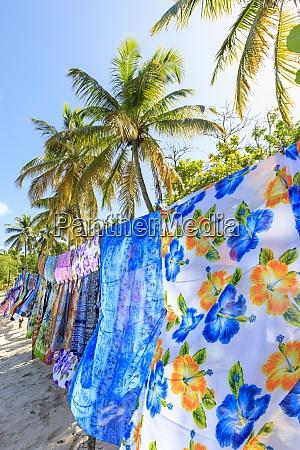 schöne, hängende, hinterleuchtete, wraps, weißer, sandstrand, palmen, saltwhistle, bay, mayreau, grenadinen, st. - 28835986