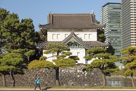 graben und mauern des kaiserpalastes tokio