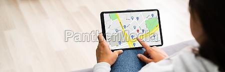 standortkarte auf tablet computer