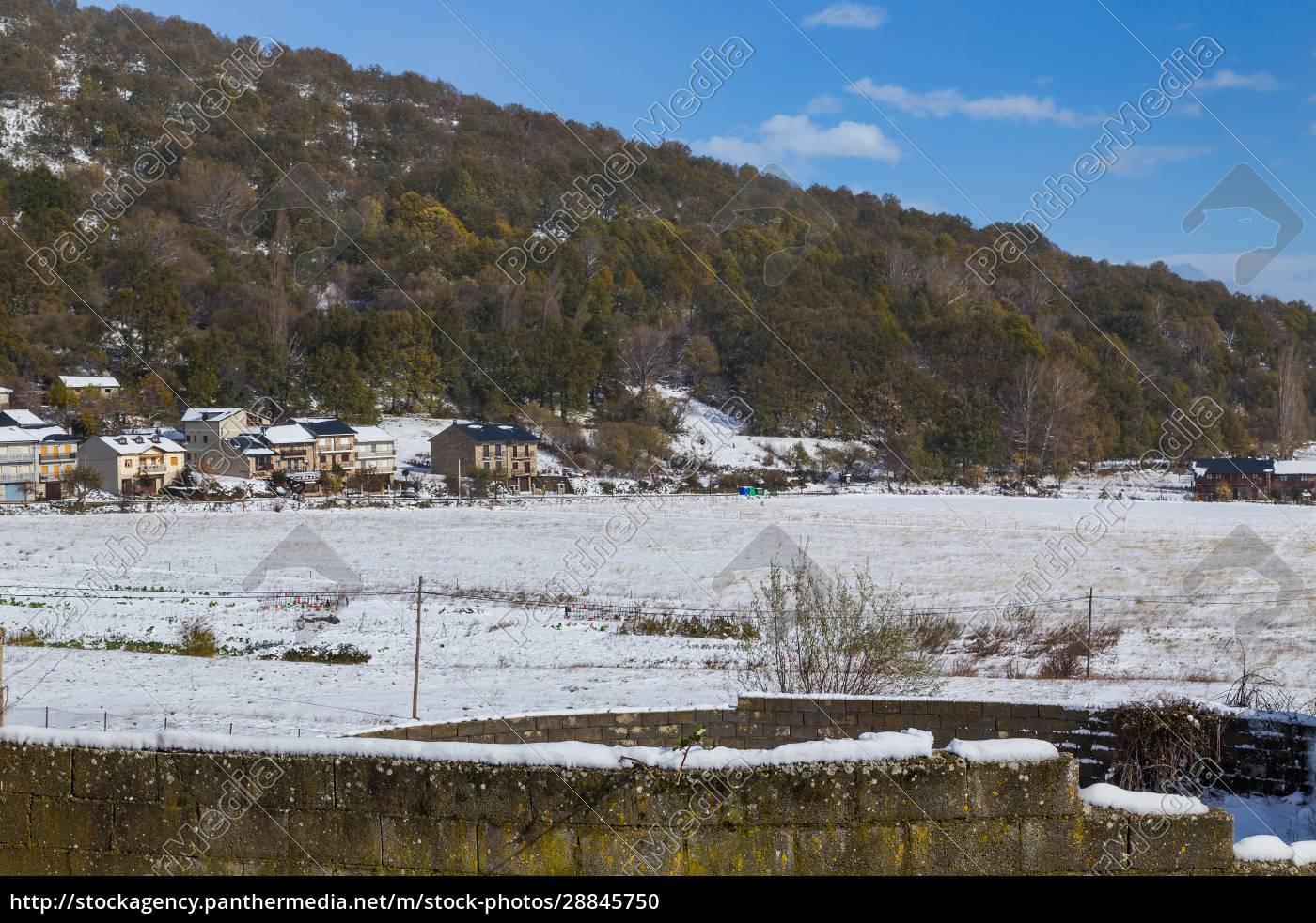 dorf, mit, schnee, bedeckt - 28845750