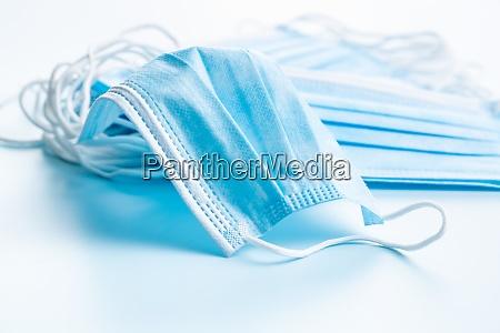 blaues papier gesichtsmasken corona virusschutz