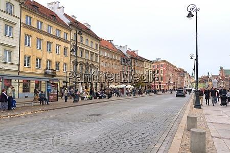 blick auf die krakowskie przedmiescie strasse