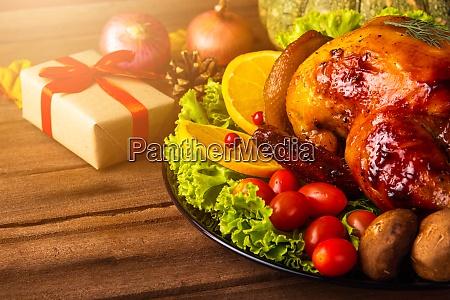 thanksgiving gebackener truthahn oder huhn und