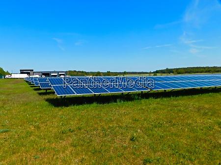 thermische sonnenkollektoren auf einem solarpark